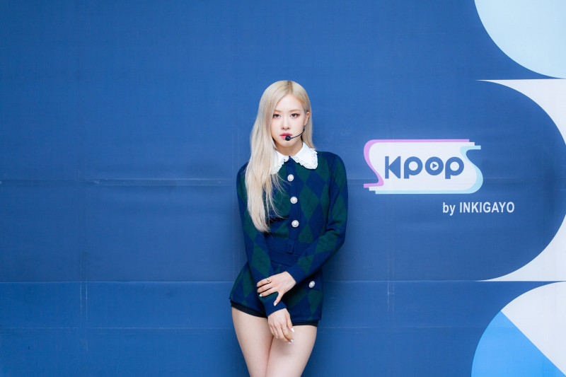 210404 SBS Twitter Update - Rosé at Inkigayo Photo Wall documents 2