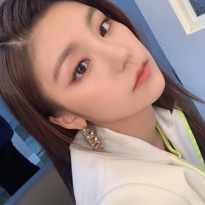 210329 ITZY Instagram Update - Yeji documents 2