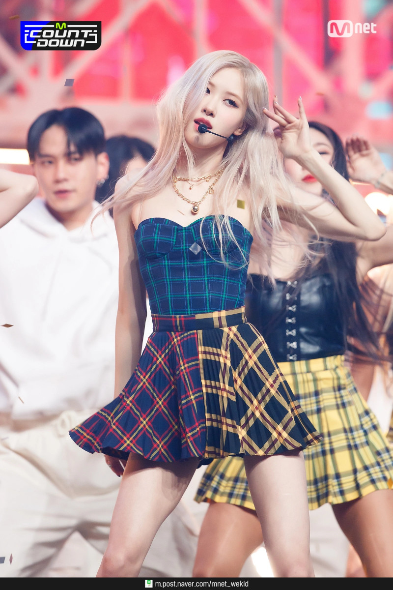210318 BLACKPINK Rosé - 'On The Ground' at M Countdown documents 26
