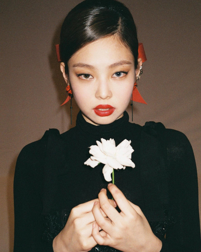 210316 - JENNIE Instagram Update documents 4