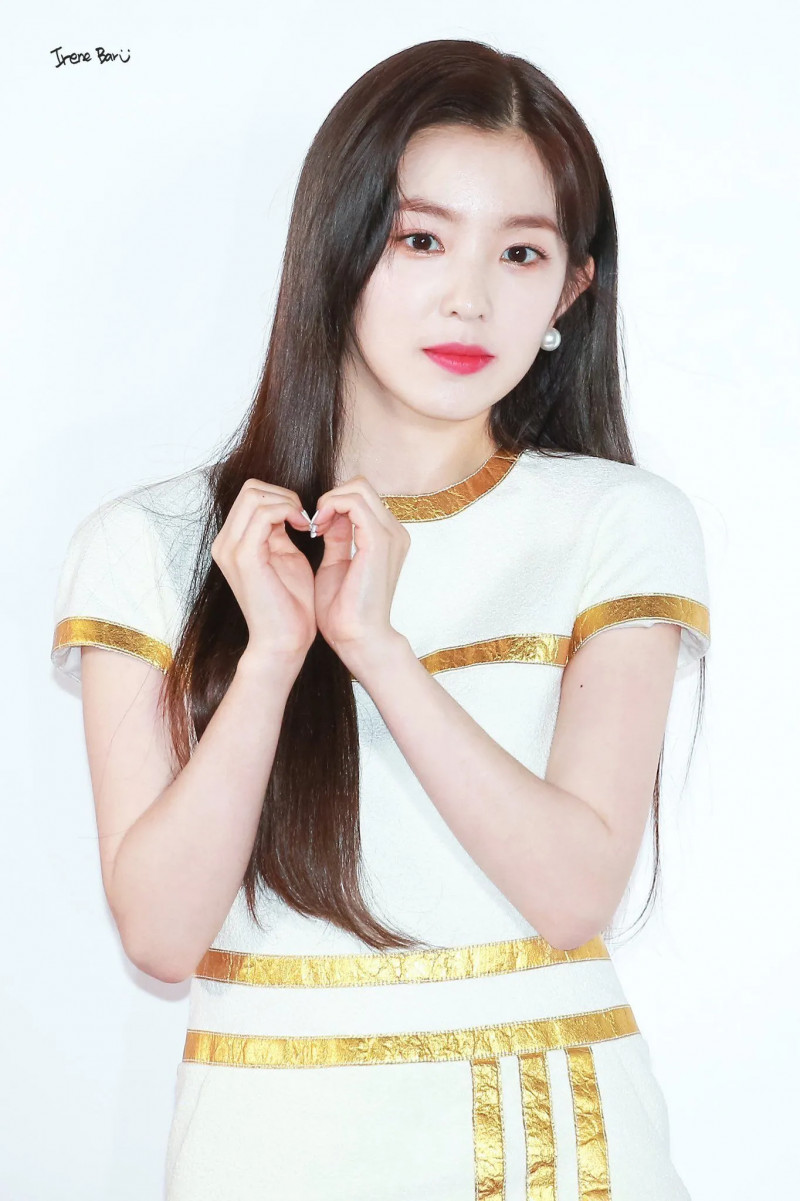 Red Velvets Irene Once Again Stands Out With Her Beauty