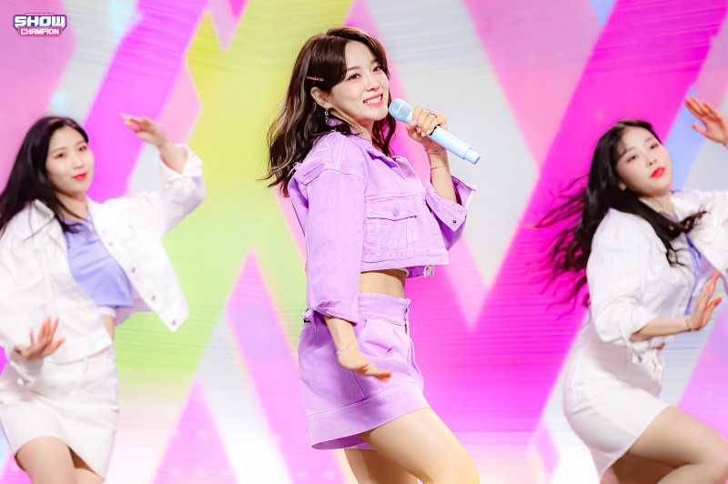 210407 Kim Sejeong 'Warning' at Show Champion documents 10