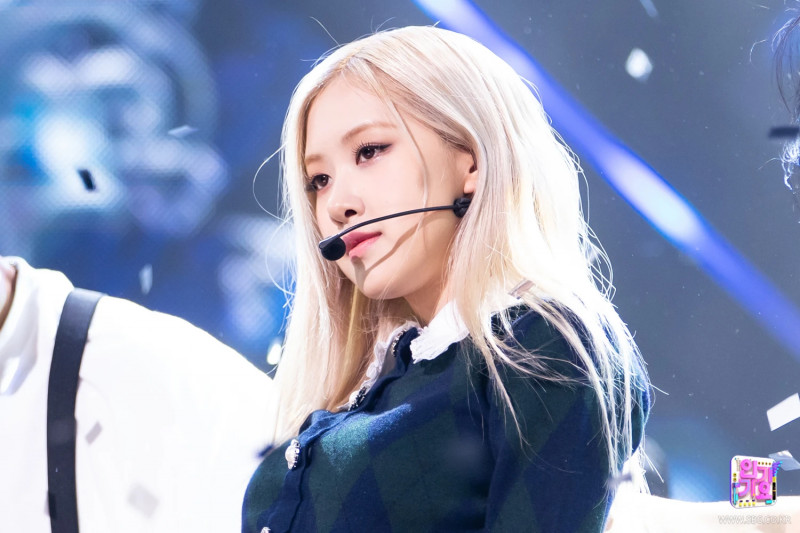 210404 Rosé - 'On The Ground' at Inkigayo documents 19