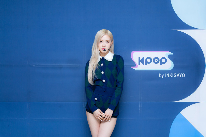 210404 SBS Twitter Update - Rosé at Inkigayo Photo Wall documents 1