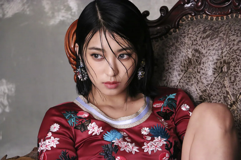 SISTAR_Bora_Insane_Love_Promotional_Photo_4.png