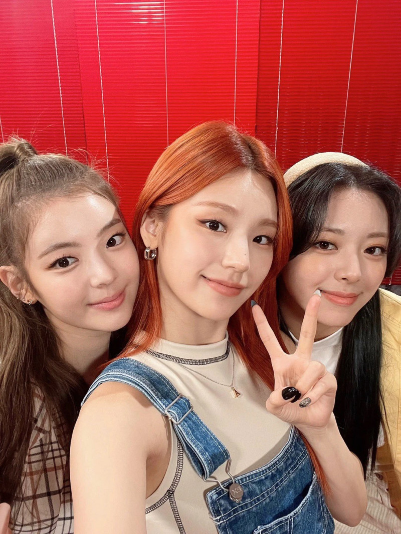210421 ITZY Twitter Update documents 2