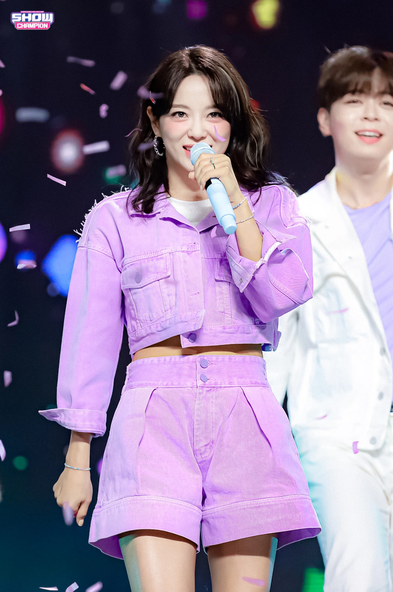 210407 Kim Sejeong 'Warning' at Show Champion documents 19