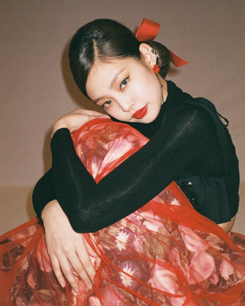 210316 - JENNIE Instagram Update documents 5