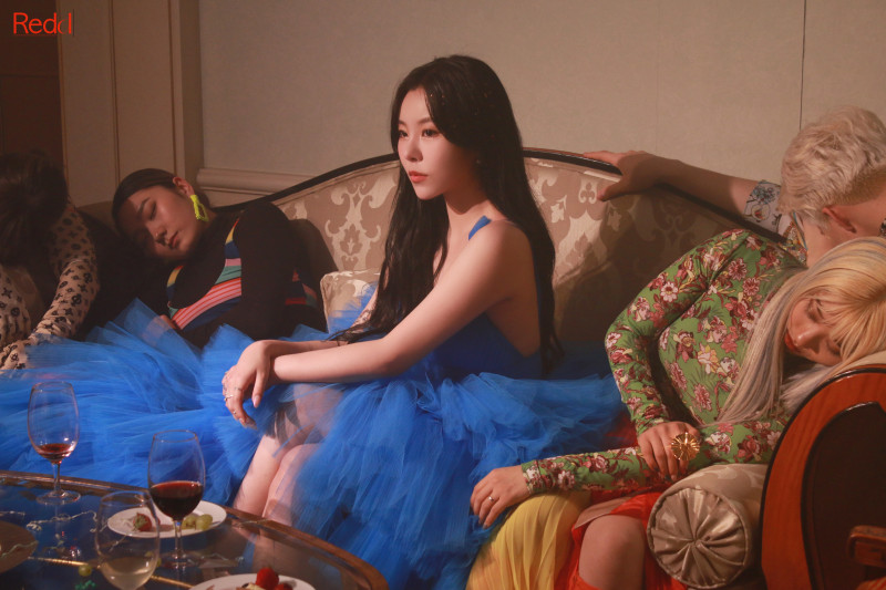 210413 Mamamoo Cafe Update - Wheein 'water color' MV Behind documents 2