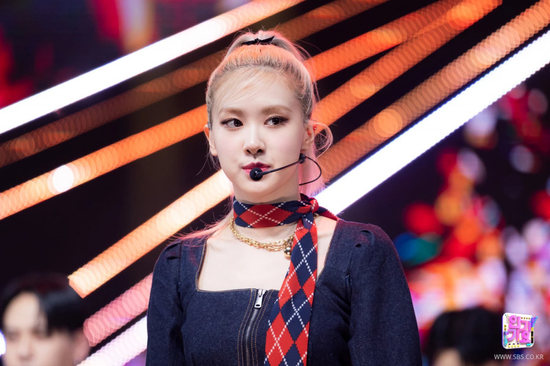 210328 Rosé - 'On The Ground' at Inkigayo documents 2