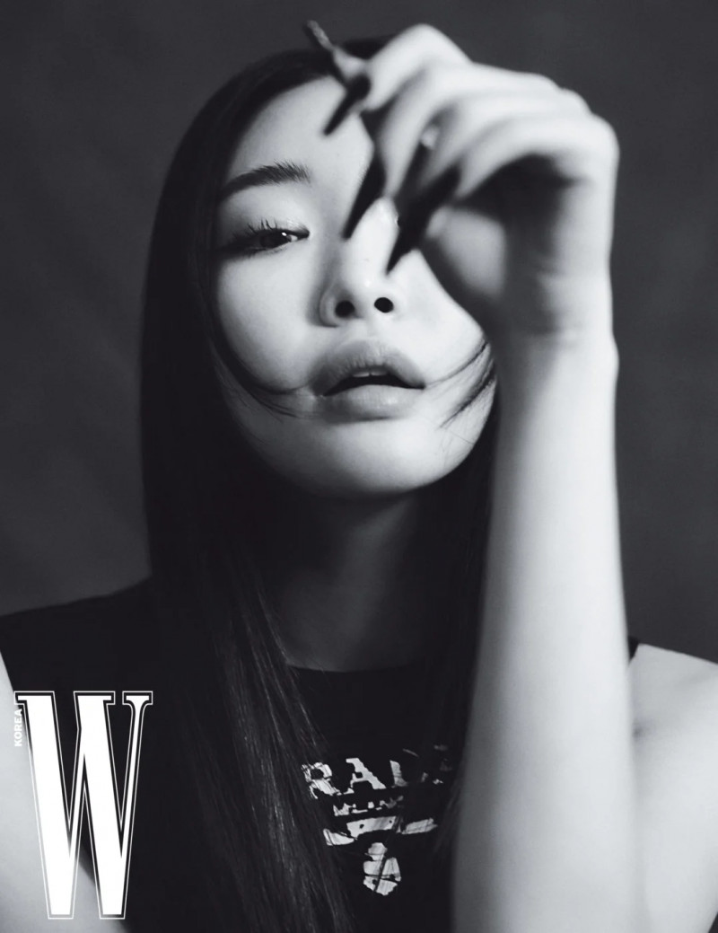 Chungha for W Korea Magazine March 2021 Issue documents 7