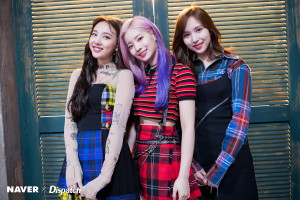 "[NAVER X DISPATCH]  TWICE's Nayeon , Dahyun & Mina ""YES or YES"" MV shooting (181007) 