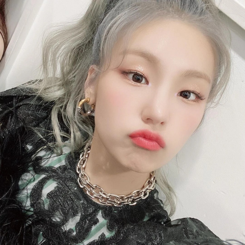 210329 ITZY Instagram Update - Yeji documents 3