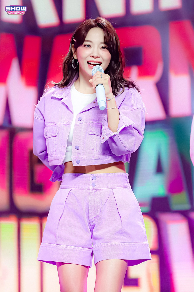 210407 Kim Sejeong 'Warning' at Show Champion documents 9