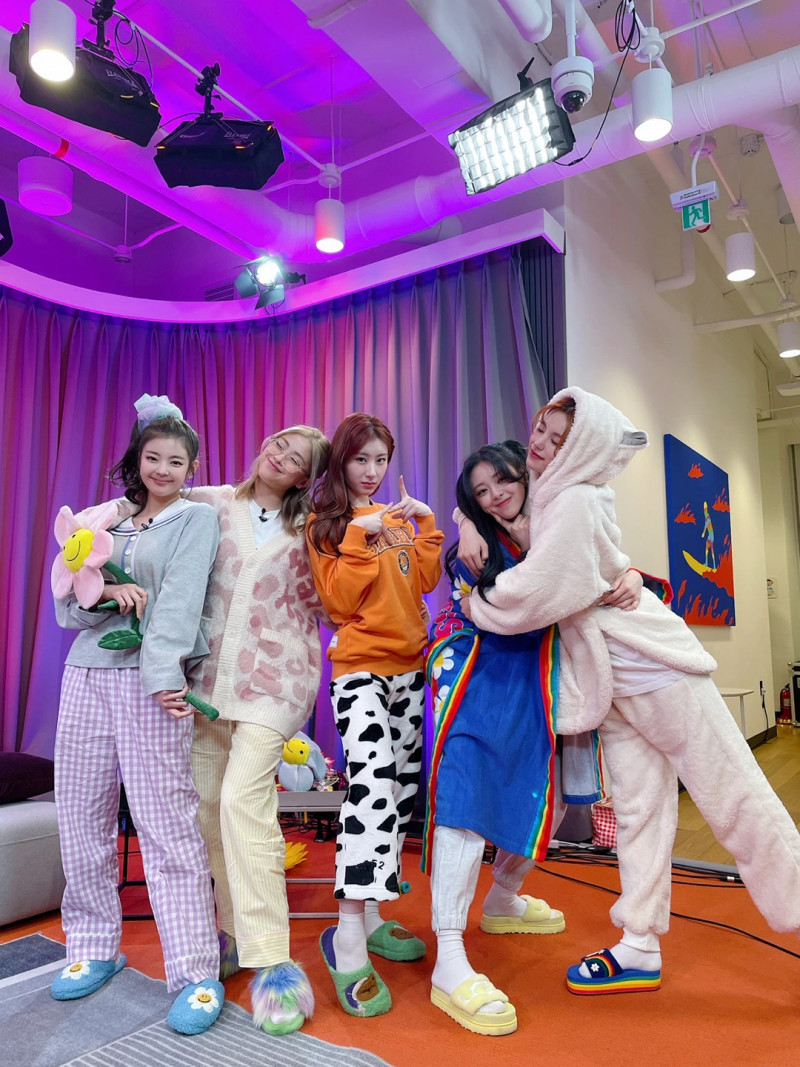 210312 ITZY Twitter Update documents 2
