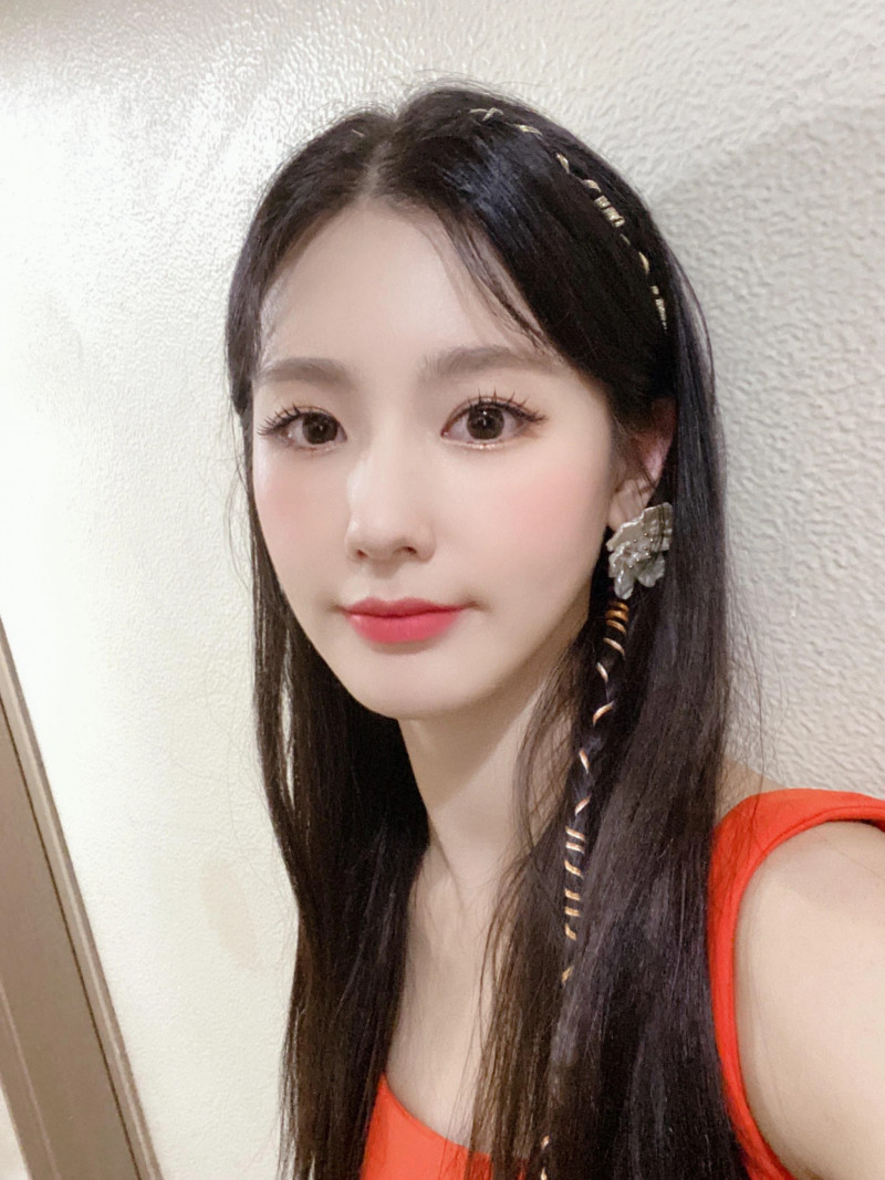 210418 U Cube Update - (G)I-DLE Miyeon documents 9
