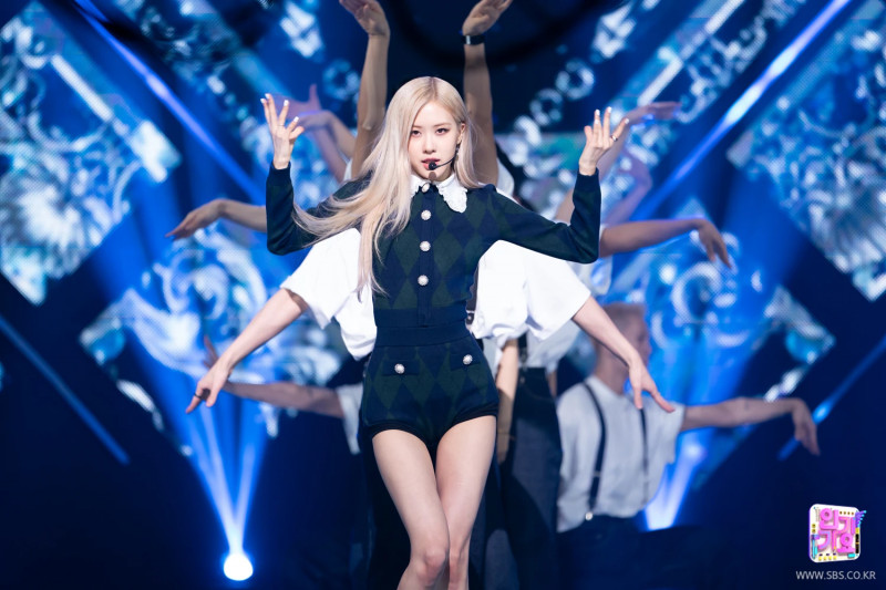 210404 Rosé - 'On The Ground' at Inkigayo documents 14