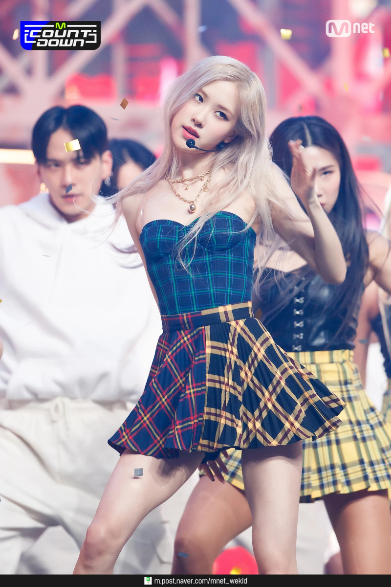 210318 BLACKPINK Rosé - 'On The Ground' at M Countdown documents 25