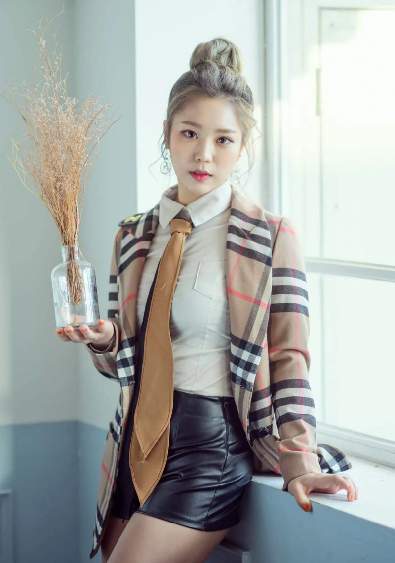 HINT_Sogeum_Walkie-Talkie_promo_photo_(1).png