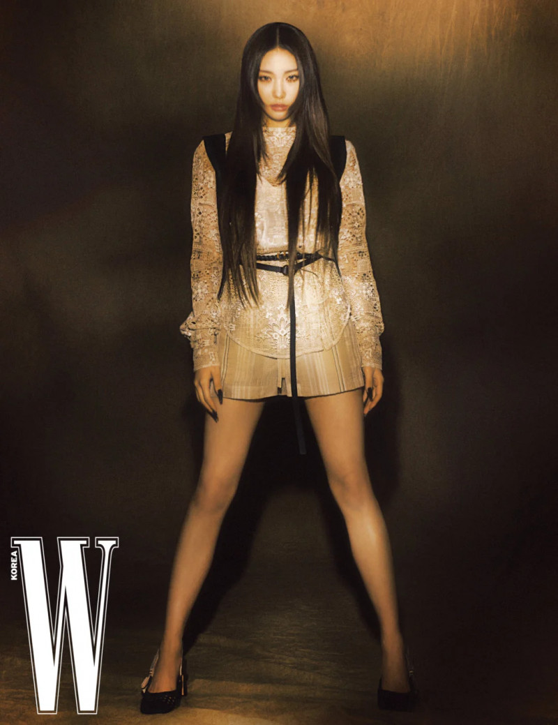 Chungha for W Korea Magazine March 2021 Issue documents 4