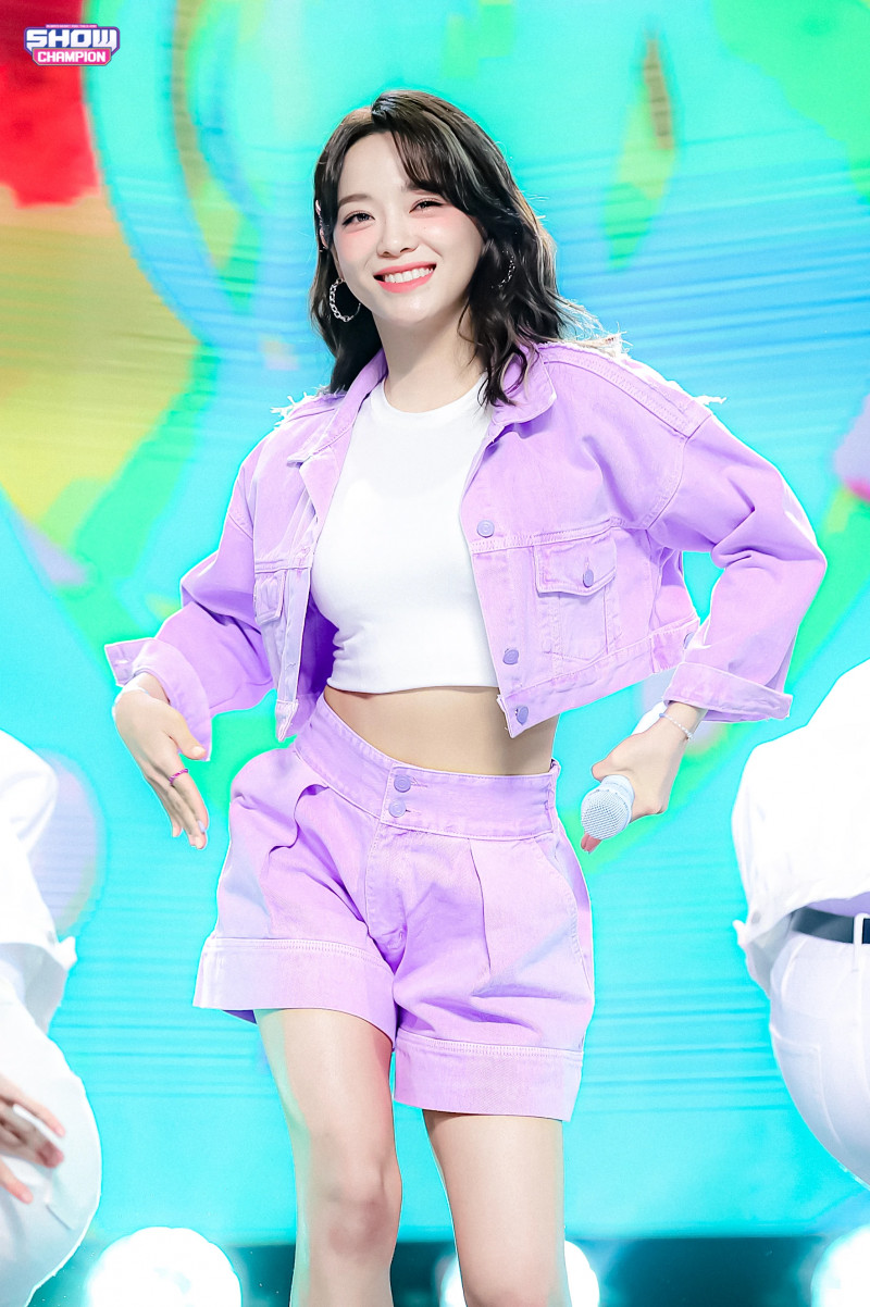 210407 Kim Sejeong 'Warning' at Show Champion documents 4